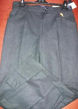 Шерстяные классические брюки серого цвета