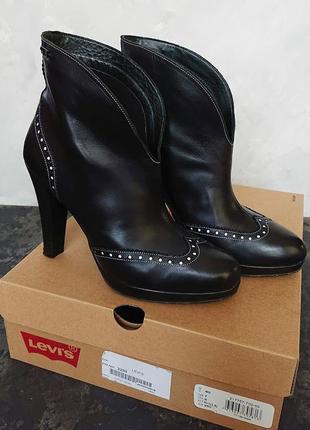 Стильные кожаные ботильоны levi's, демисезонные ботинки, оригинал