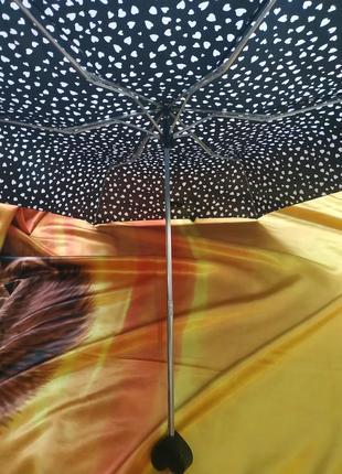 Стильный черно-белый зонт