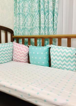 Бортик защина в детскую кроватку подушечки и простынь на резинке