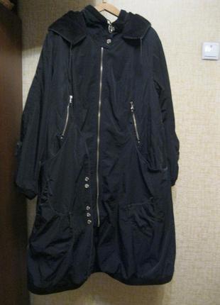 Моднявое  утеплённое пальто с капюшоном