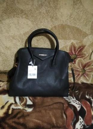 Стильная вместительная брендовая сумка givenhy с логотипами