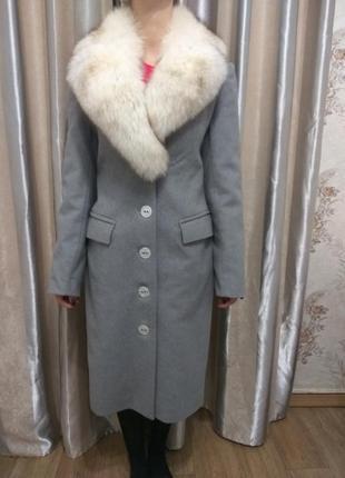 Шикарное пальто с натуральным мехом песца!