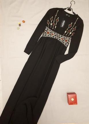 Шикарное длинное платье с вышивкой