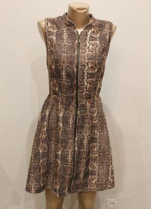 Плотное платье  с молнией