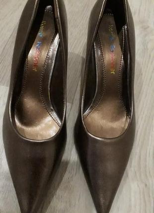 Класные туфли-лодочки р.37