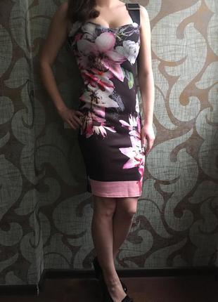 Бандажное платье миди