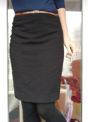 Черная юбка стильная узкая с почсом завышенная талия выше колена строгая