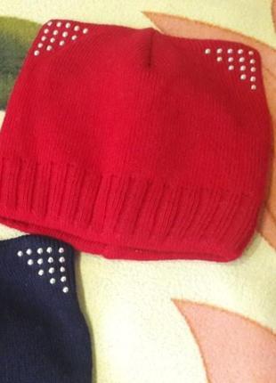 Красная шапка с ушками и заклёпками