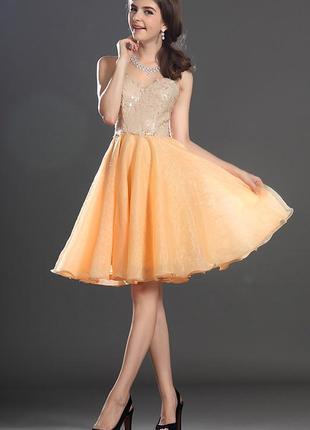 Платье с камнями и оголенным декольте 10-12