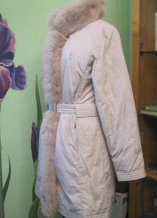 Белый пуховик с мехом5 фото