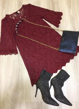 Кружевное платье цвета бордо