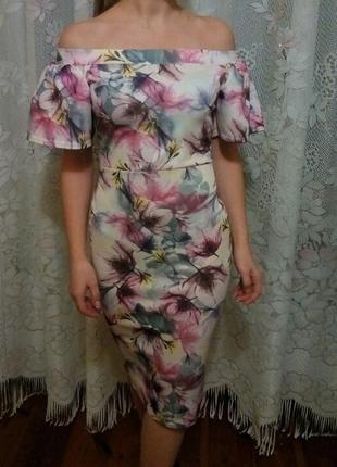 Роскошное платье миди с открытими плечами в цветы