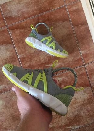 Стильные кроссовки clarks