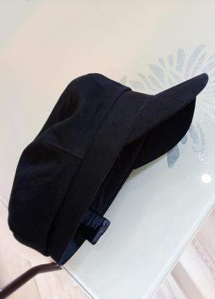 Чорна стильна кепка h&m