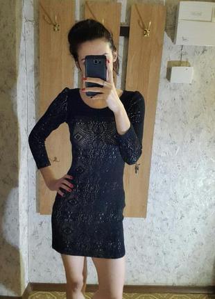 Стильное короткое черное платье
