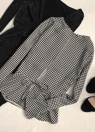 Стильная блуза с воланами и красивой спинкой atm
