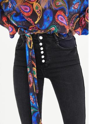 Шикарные джинсы скинны высокая посадка с пуговицами от zara