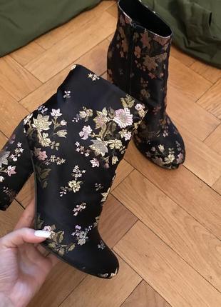 Ботинки bebo в цветочную вышивку