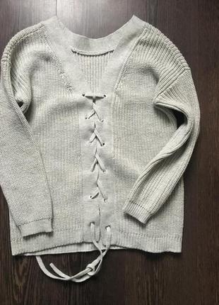 Тёплый свитер с шнуровкой  на спинке3 фото