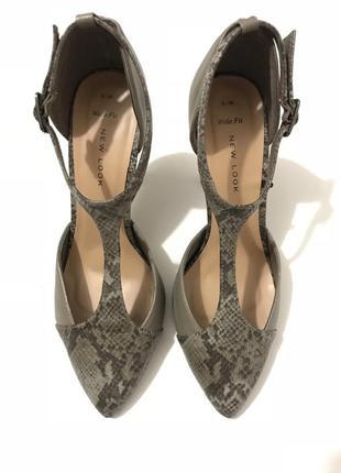 Тренд! туфли питоновый принт от new look