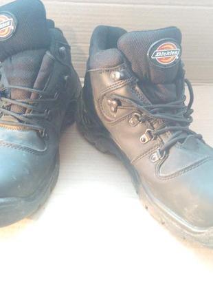 Шкіряні ботинки до праці.