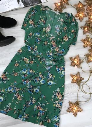 Платье на запах цветочный принт