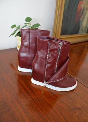 Модные красивые сникерсы ботинки полусапоги