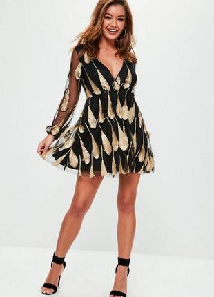 Платье с рукавами в золотые перья missguided