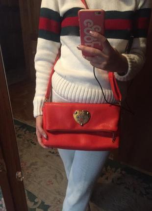 Яркая сумка moschino