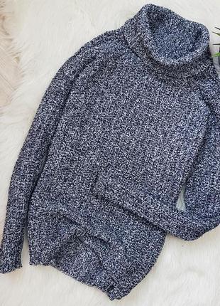 Теплый и мягкий свитер с горлом