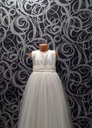 Белое пышное платье,с бантом,7-8л,фирма