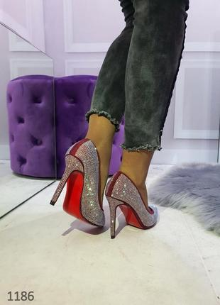 Женские туфли лодочки на шпильке со стразами цвета марсала 36,371