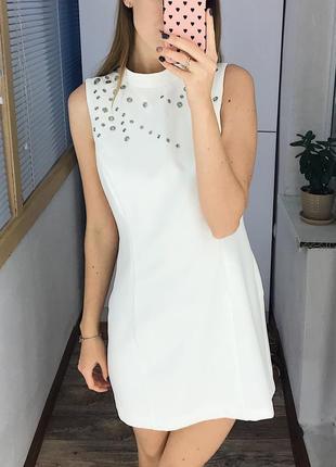 Нарядное белоснежное платье с люверсами forever 21