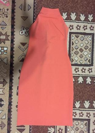 Платье с открытой спиной и плечами