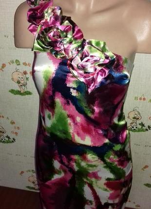 Атласное платье на одно плечо