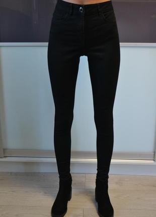 Стильные базовые скинни джинсы с высокой посадкой талией