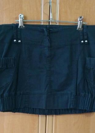 Черная юбка с серым отливом с карманами