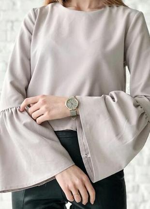 Блуза пудрового цвета с рукавами клешь