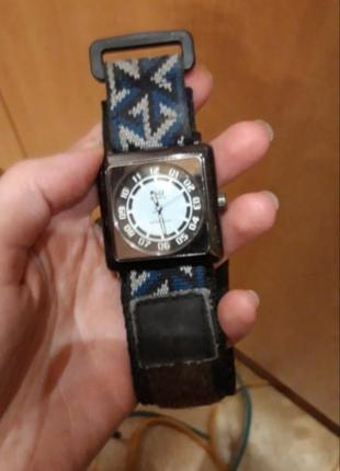Годинник часы q&q