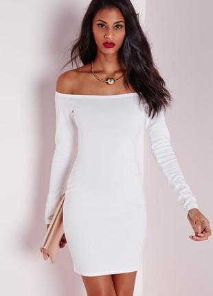 Стильное платье по фигуре с рукавом на спущенные плечи missguided ma584