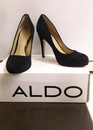 Продам черные, кожанные(замшевые) туфли на каблуке aldo.