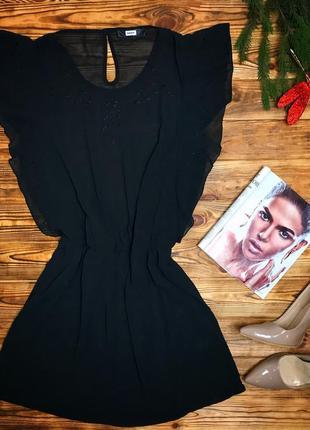 Чёрное шифоновое платье с узором в перфорацию.