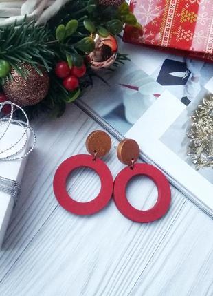 Яскраві червоні дерев'яні сережки