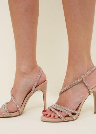 Нюдовые босоножки на высоком каблуке
