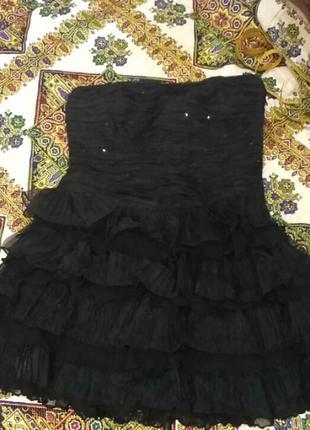 Маленькое чёрное платье с гафрированними оборками.