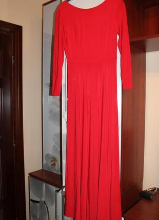 Червоне плаття в підлогу