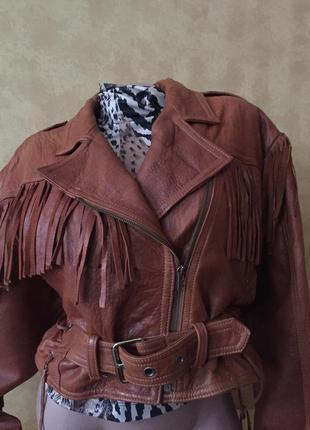 Крутая коричневая кожаная куртка косуха с бахромой и поясом м