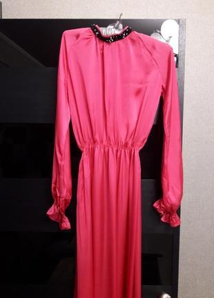 Насыщенно розовое шелковое платье с бархатной горловиной от cher nika