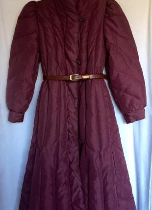 Роскошное теплое вишневого увета пальто пуховик